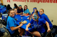 Juniors eating lunch in style (photo by Nick Dirschel)